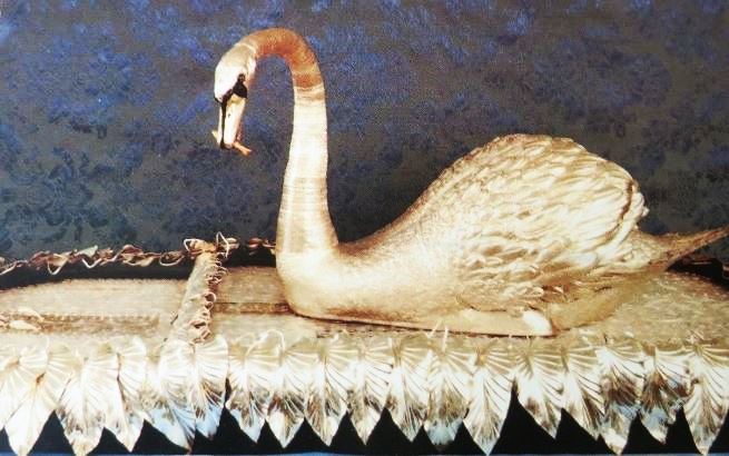 Bowes swan, silver, 18th century_LuxuryHeritageTours